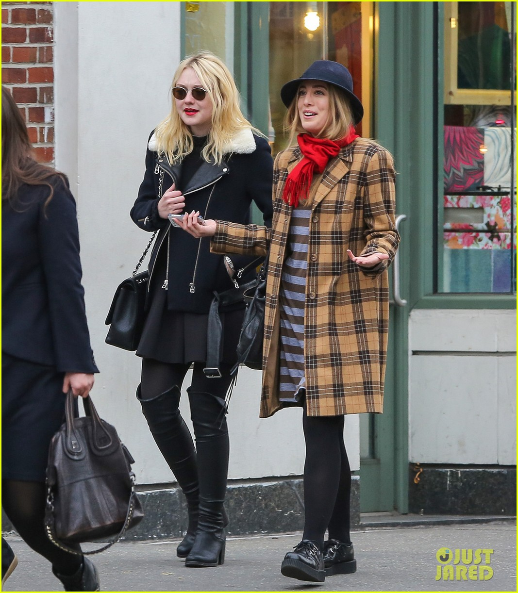 dakota fanning back in new york after franny filming 102991061
