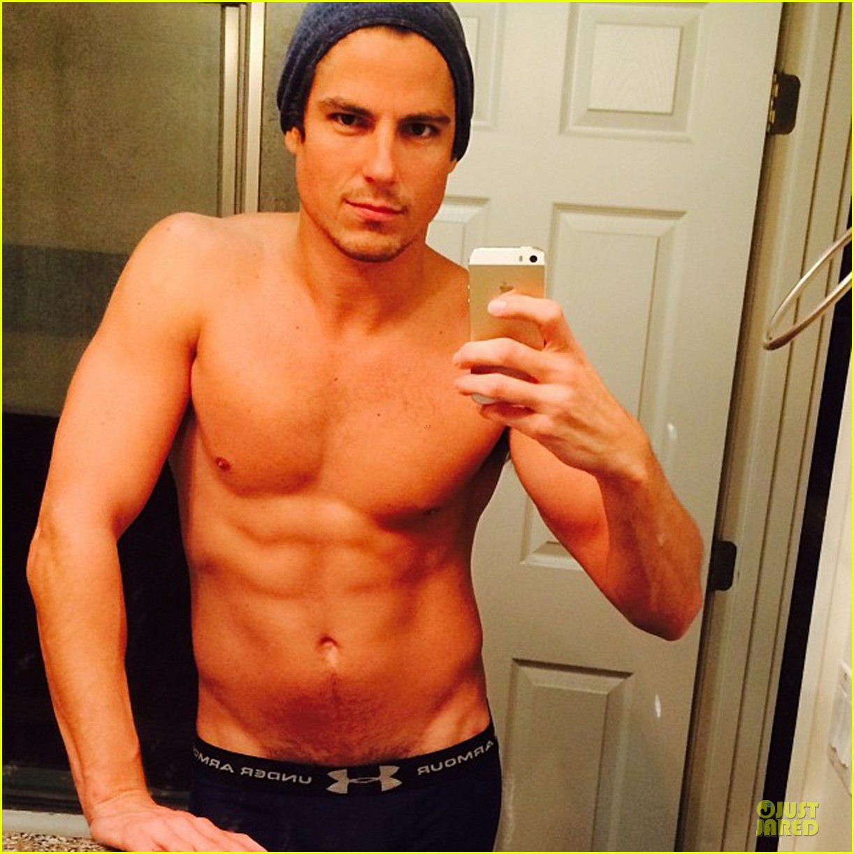 sean faris shirtless back in shape after shoulder surgery 05