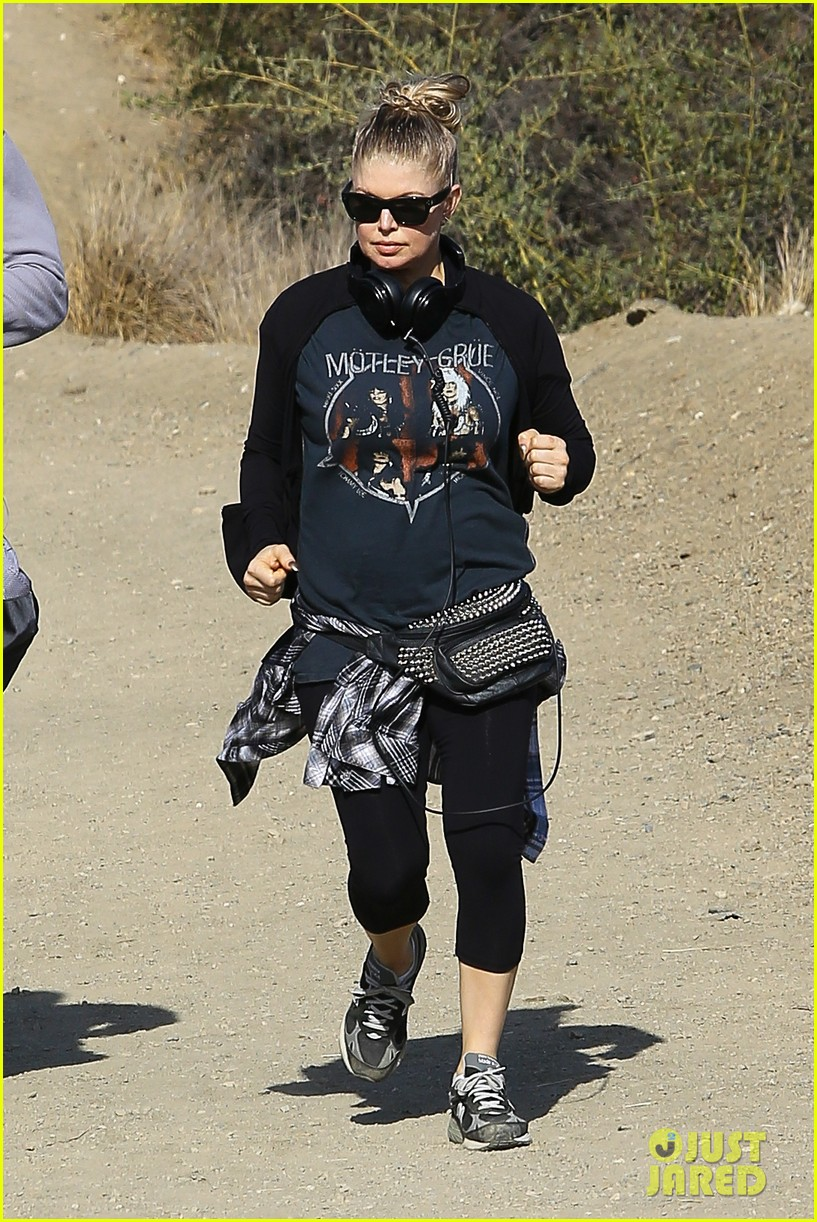 fergie rocks out with motley crue for sunday afternoon hike 04