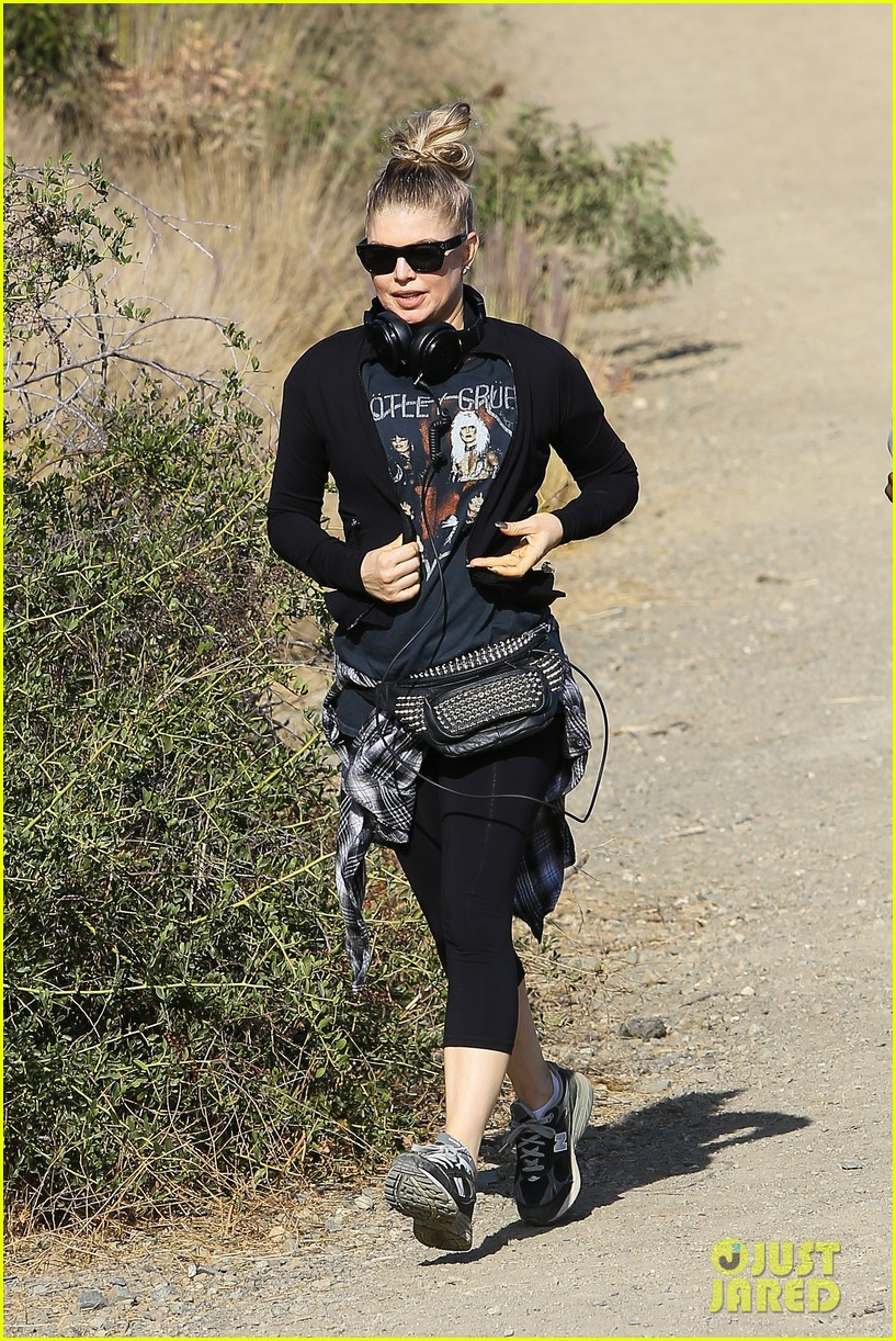 fergie rocks out with motley crue for sunday afternoon hike 082995438