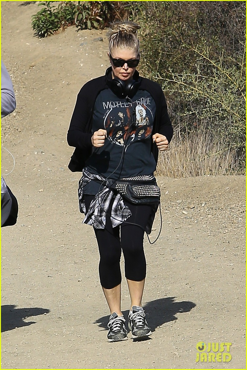 fergie rocks out with motley crue for sunday afternoon hike 102995440