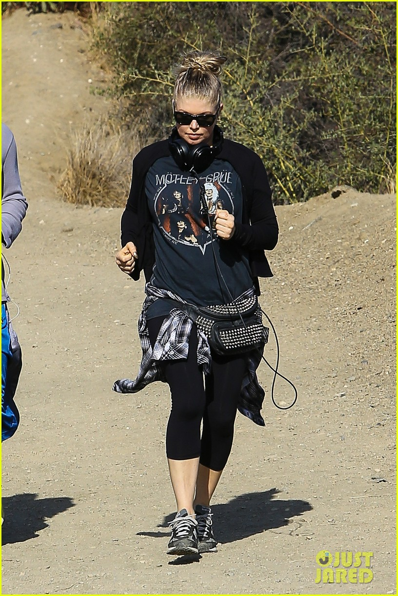 fergie rocks out with motley crue for sunday afternoon hike 112995441