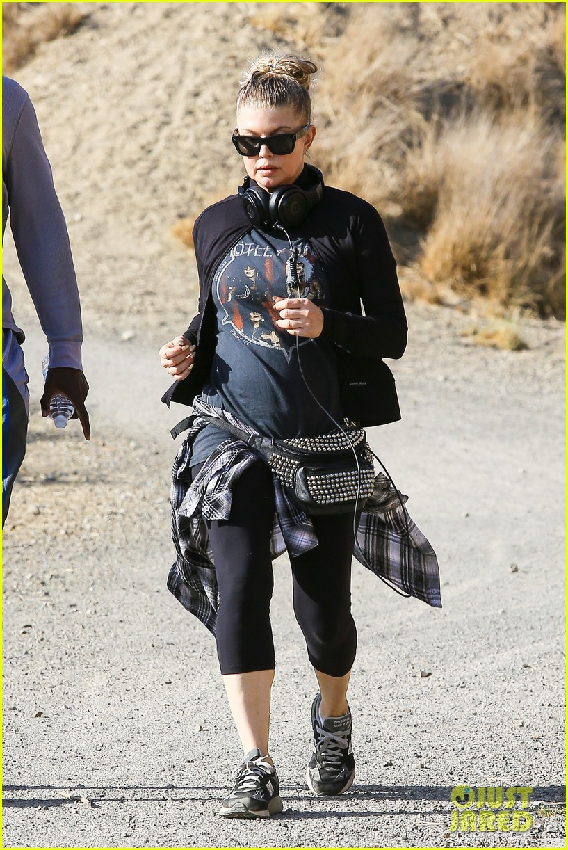fergie rocks out with motley crue for sunday afternoon hike 122995442