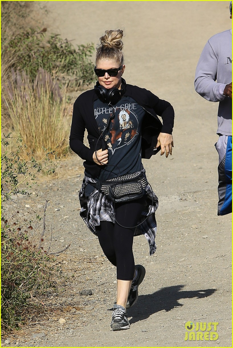 fergie rocks out with motley crue for sunday afternoon hike 152995445