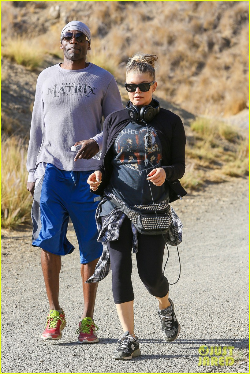 fergie rocks out with motley crue for sunday afternoon hike 18