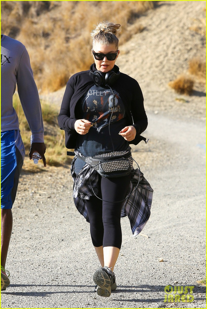 fergie rocks out with motley crue for sunday afternoon hike 202995450