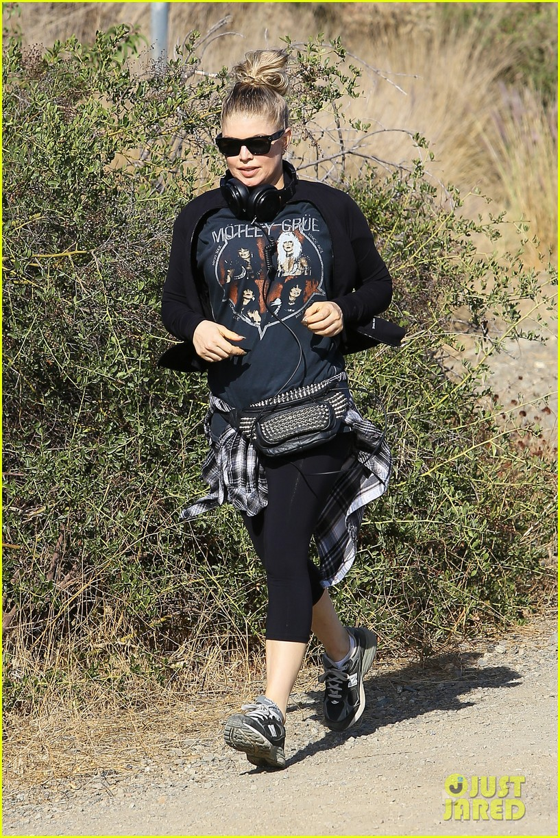 fergie rocks out with motley crue for sunday afternoon hike 212995451