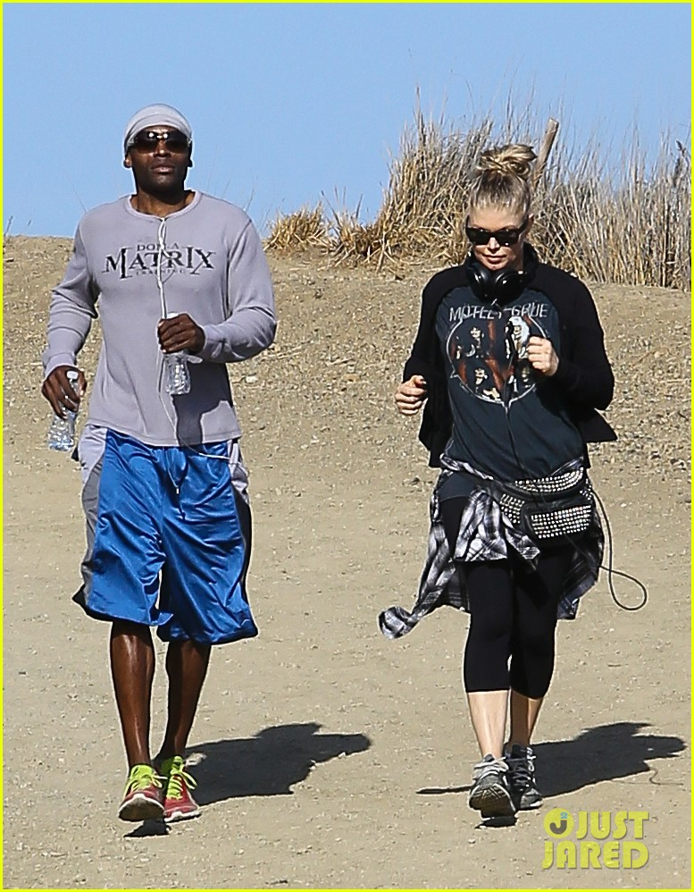 fergie rocks out with motley crue for sunday afternoon hike 222995452