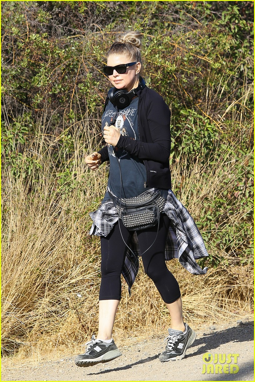 fergie rocks out with motley crue for sunday afternoon hike 232995453