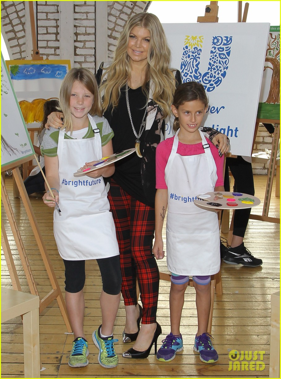 fergie launches global program for universal childrens day 032996738