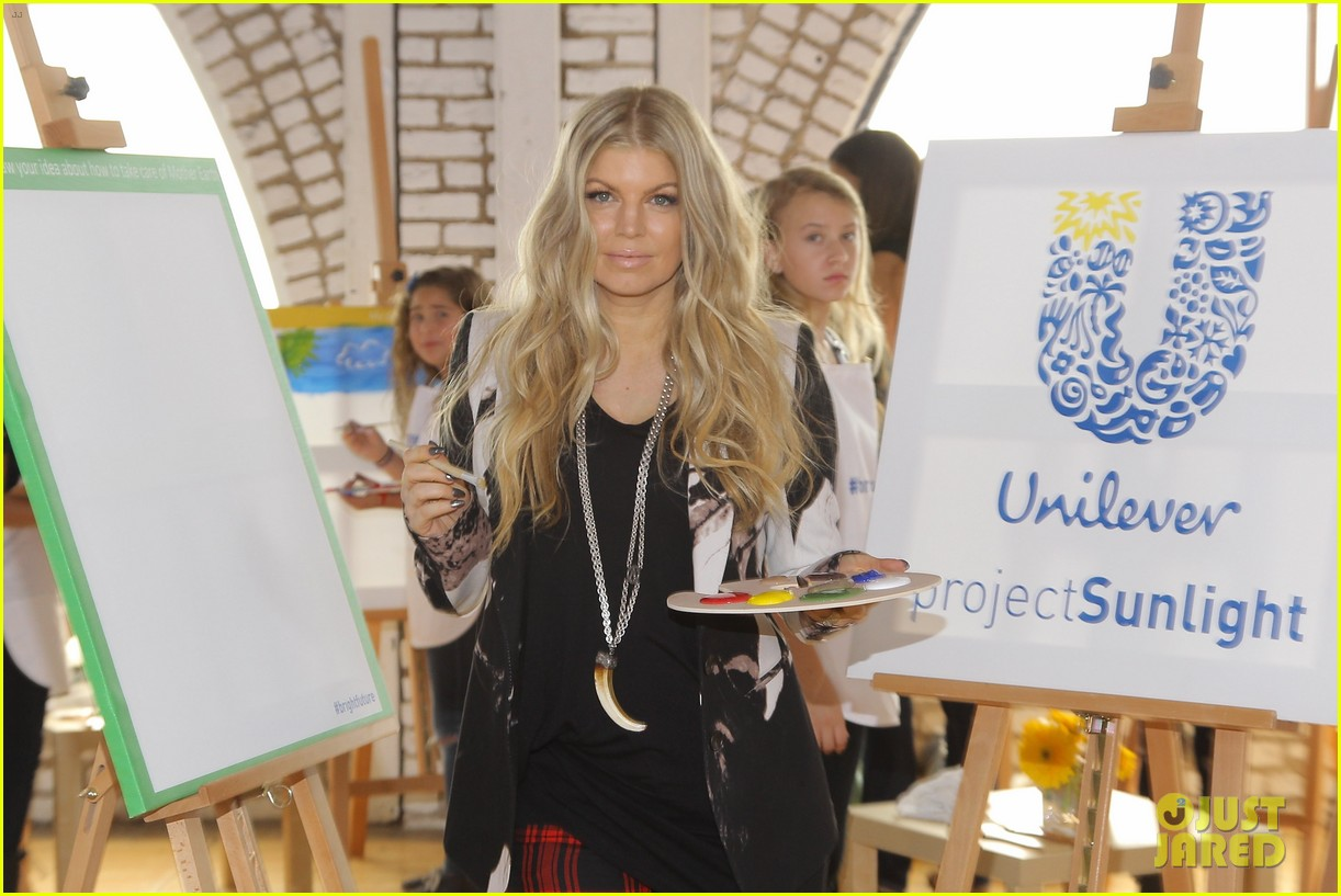 fergie launches global program for universal childrens day 182996753
