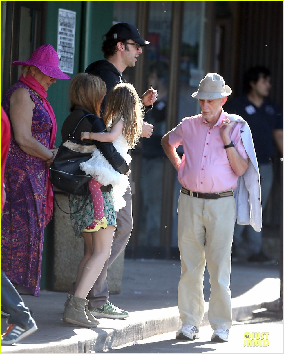 isla fisher sacha baron cohen katsuya lunch with parents 182988774