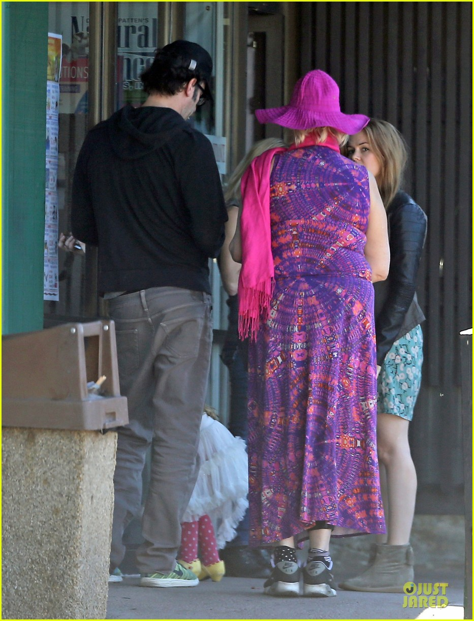 isla fisher sacha baron cohen katsuya lunch with parents 212988777