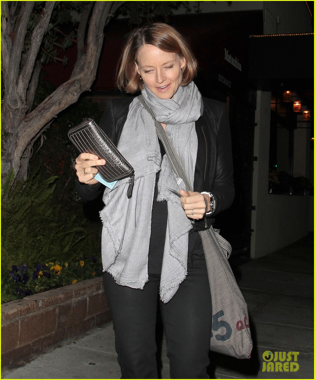 jodie foster enjoys date night with alexandra hedison 022988458