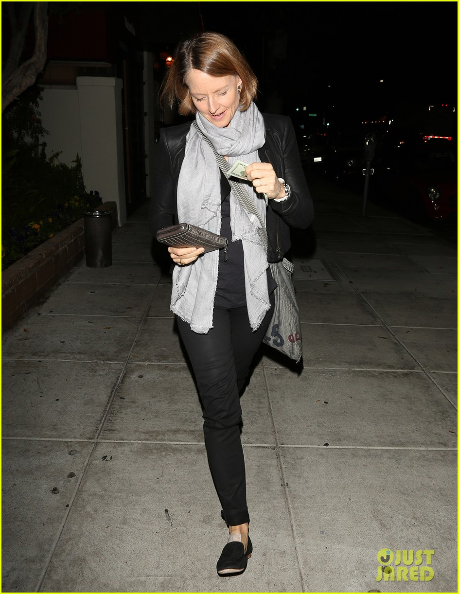 jodie foster enjoys date night with alexandra hedison 032988459