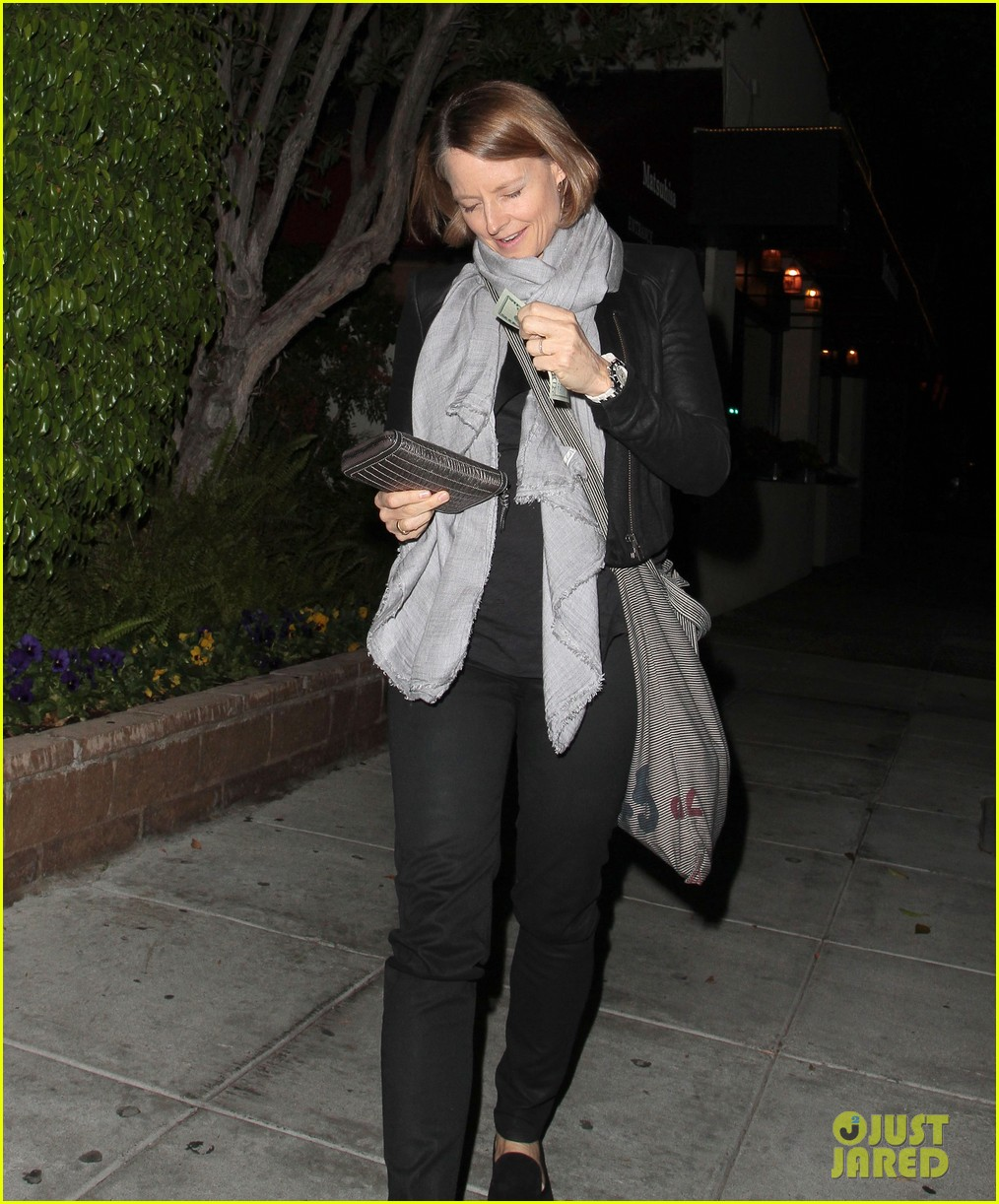 jodie foster enjoys date night with alexandra hedison 05
