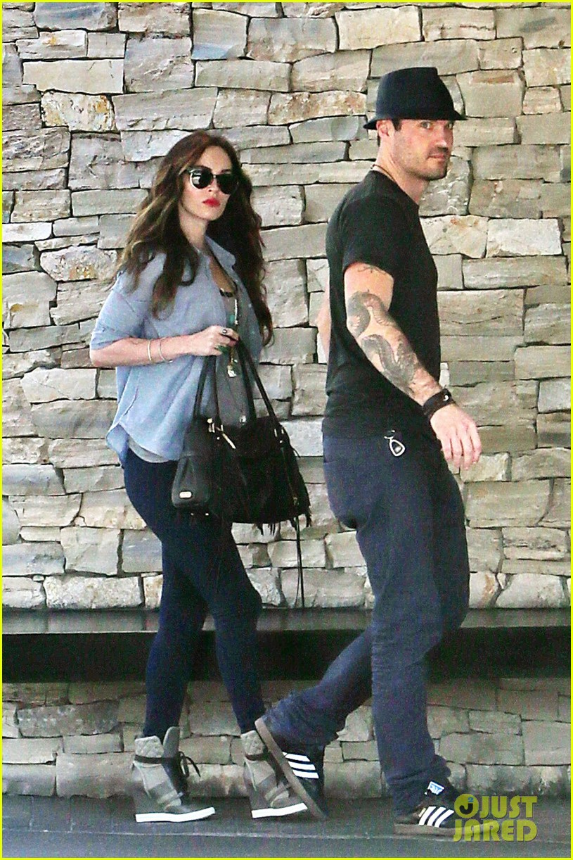 megan fox covers baby bump at lunch with brian austin green 112992006