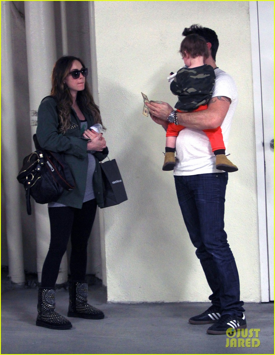 megan fox brian austin green take noah to the doctor 033000947
