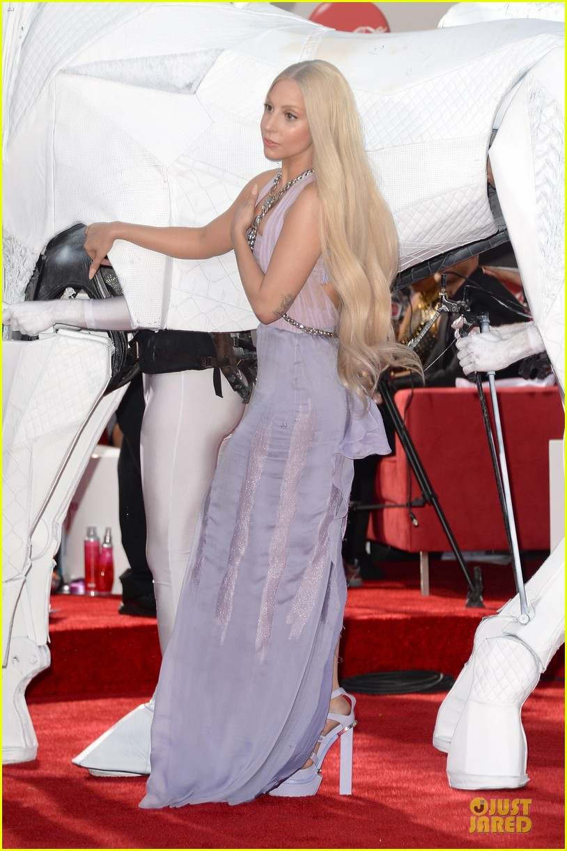 lady gaga rides horse on amas 2013 red carpet 182999333
