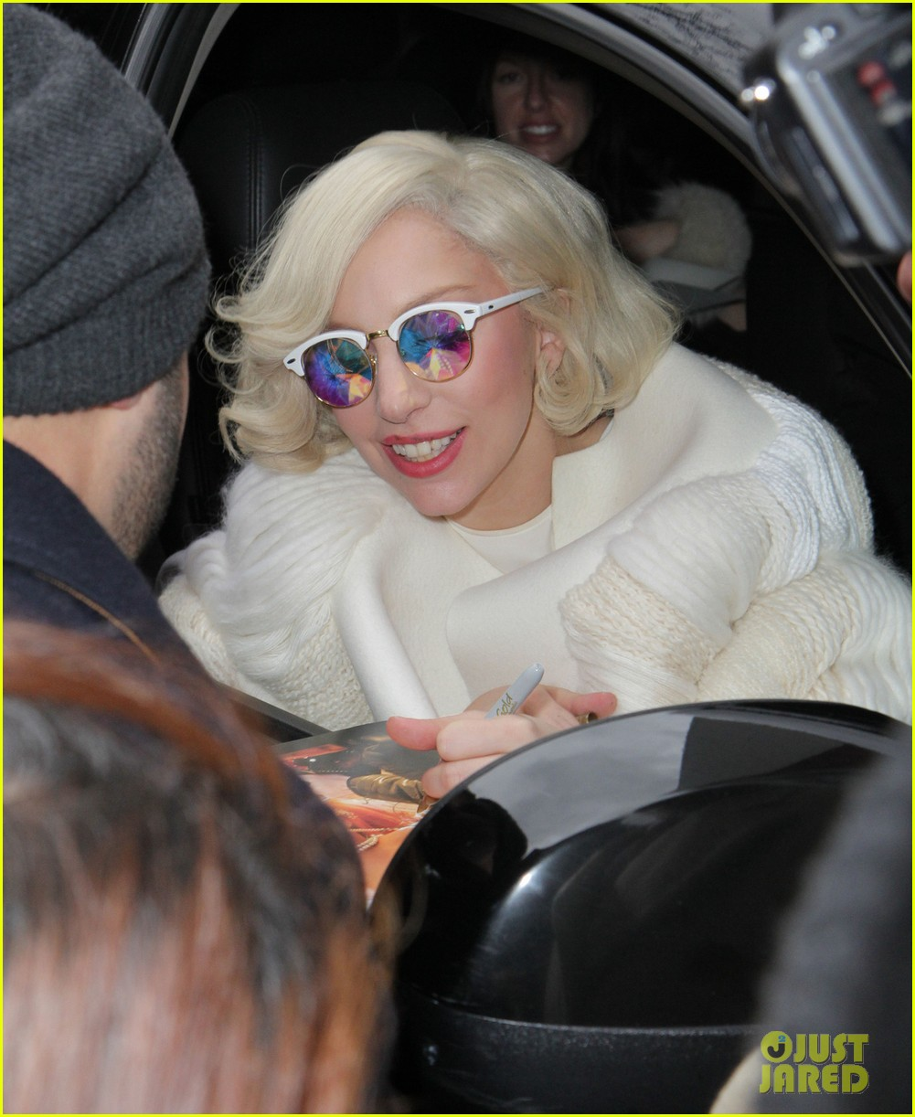 lady gaga boosts saturday night live to season best ratings 022995495