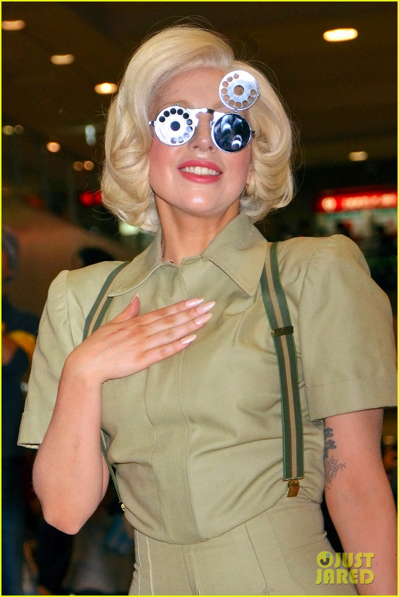 lady gaga arrives in tokyo to promote artpop 043000518