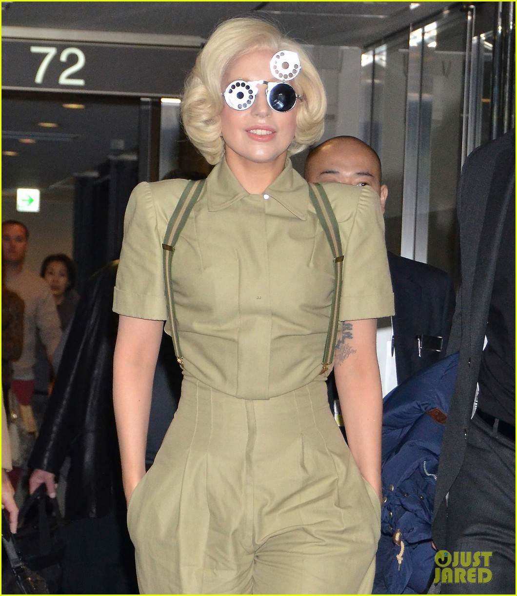 lady gaga arrives in tokyo to promote artpop 103000524