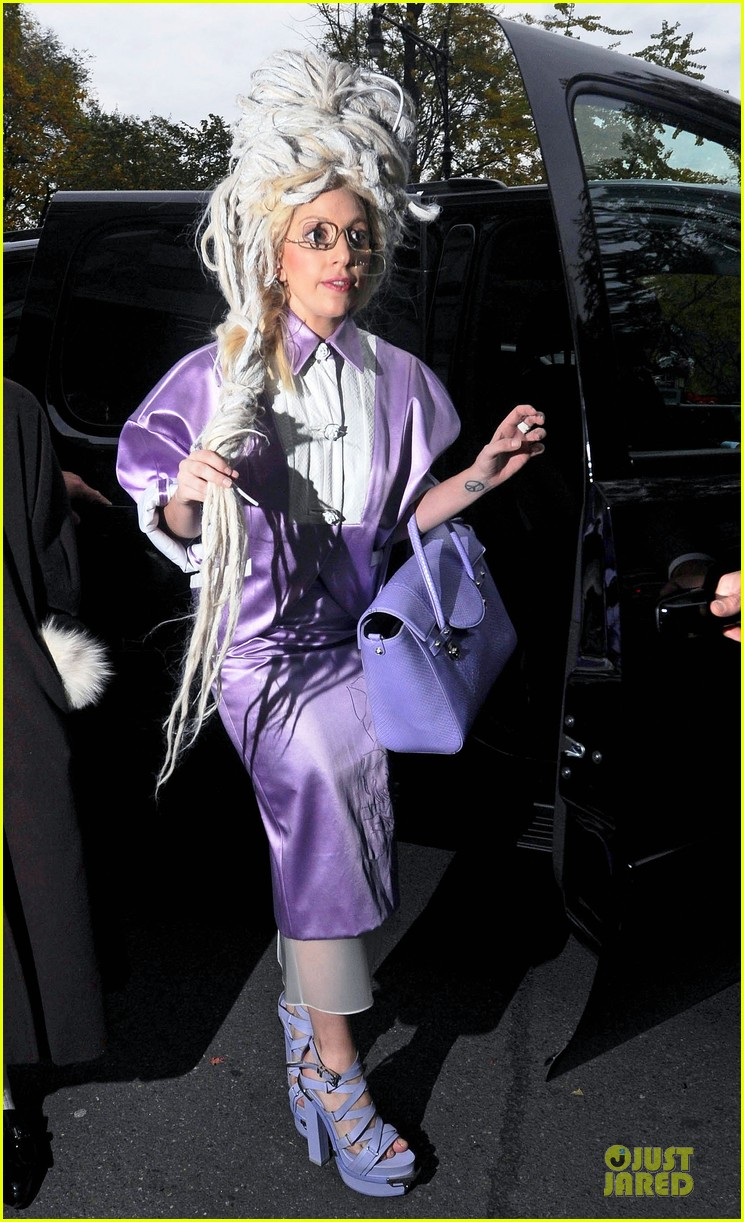 lady gaga wears huge white wig for snl rehearsals 012990618