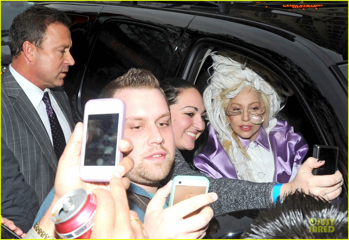 lady gaga wears huge white wig for snl rehearsals 042990621