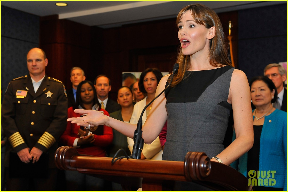 jennifer garner visits capitol hill to introduce strong start bill 08