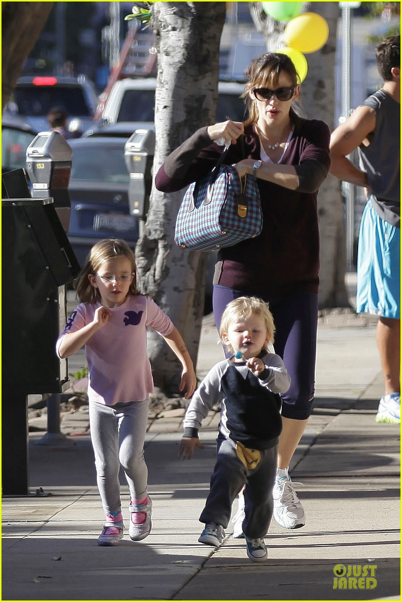 jennifer garner errands with kids after halloween 032984609