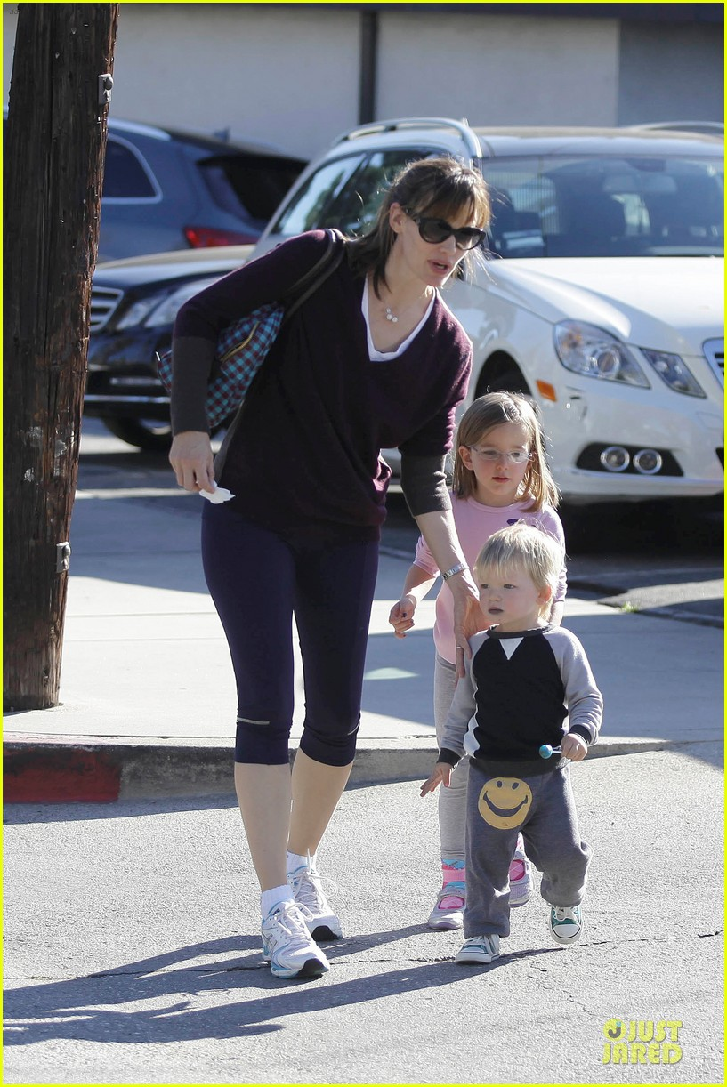 jennifer garner errands with kids after halloween 102984616