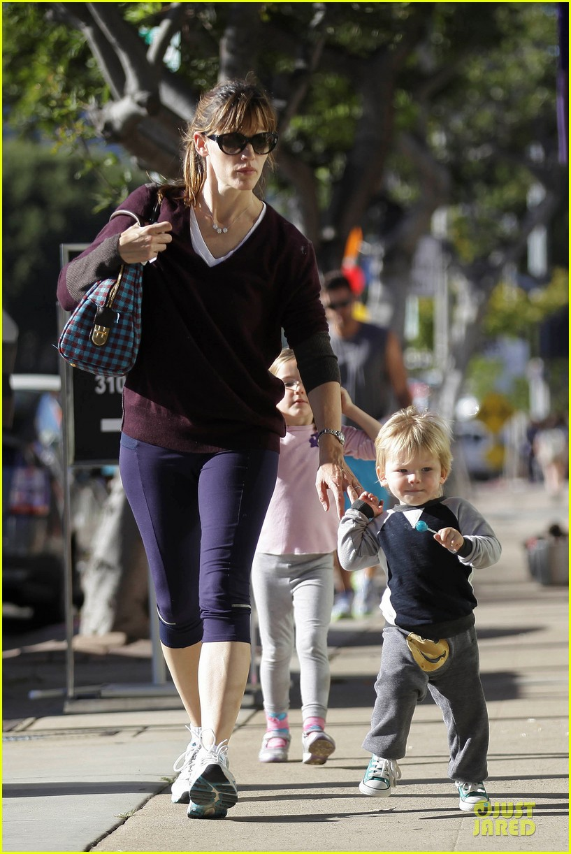 jennifer garner errands with kids after halloween 122984618