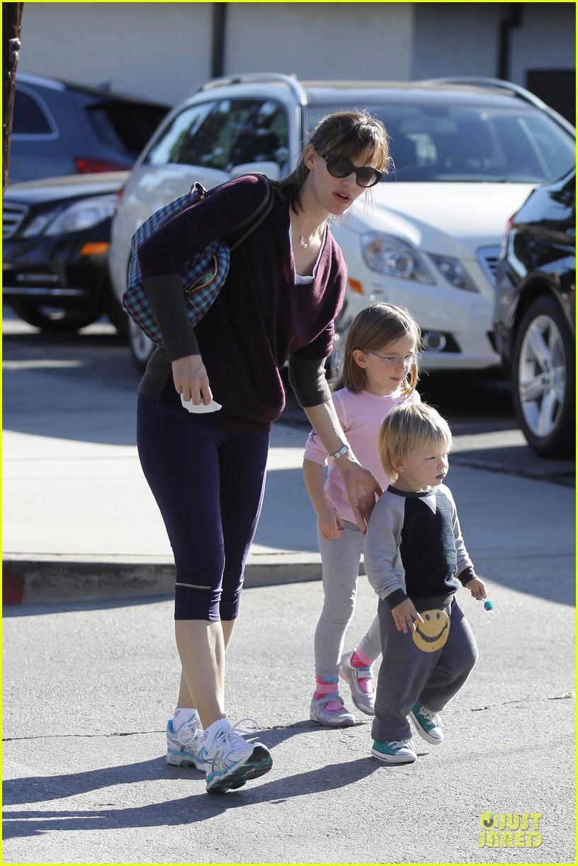 jennifer garner errands with kids after halloween 142984620