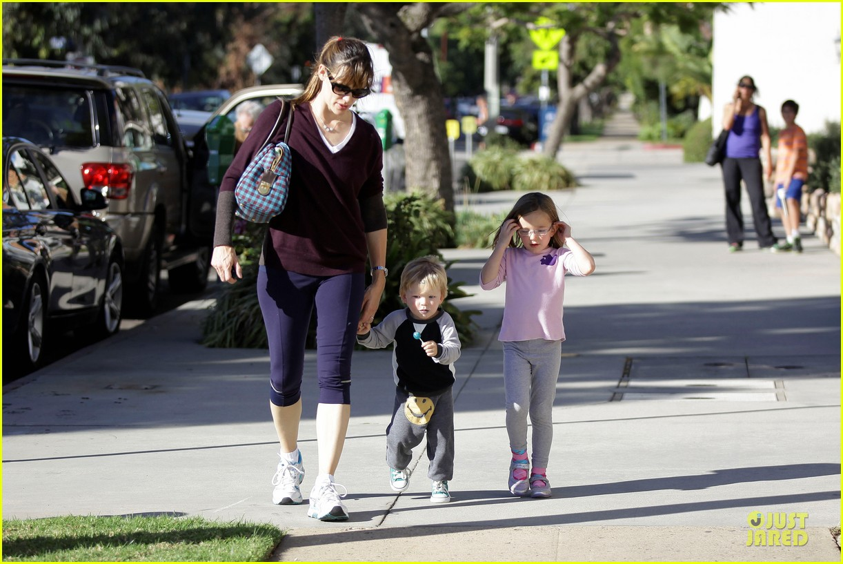jennifer garner errands with kids after halloween 162984622