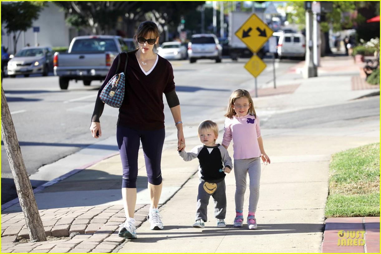 jennifer garner errands with kids after halloween 212984627