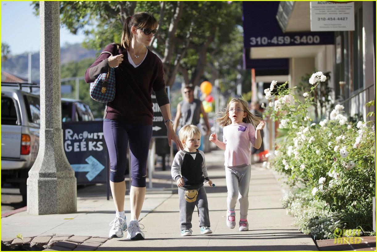jennifer garner errands with kids after halloween 252984631
