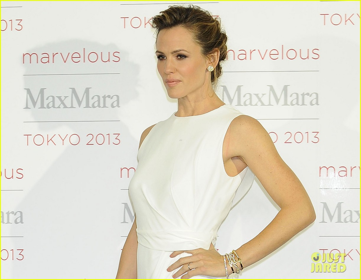jennifer garner max mara presentation in japan 042986527