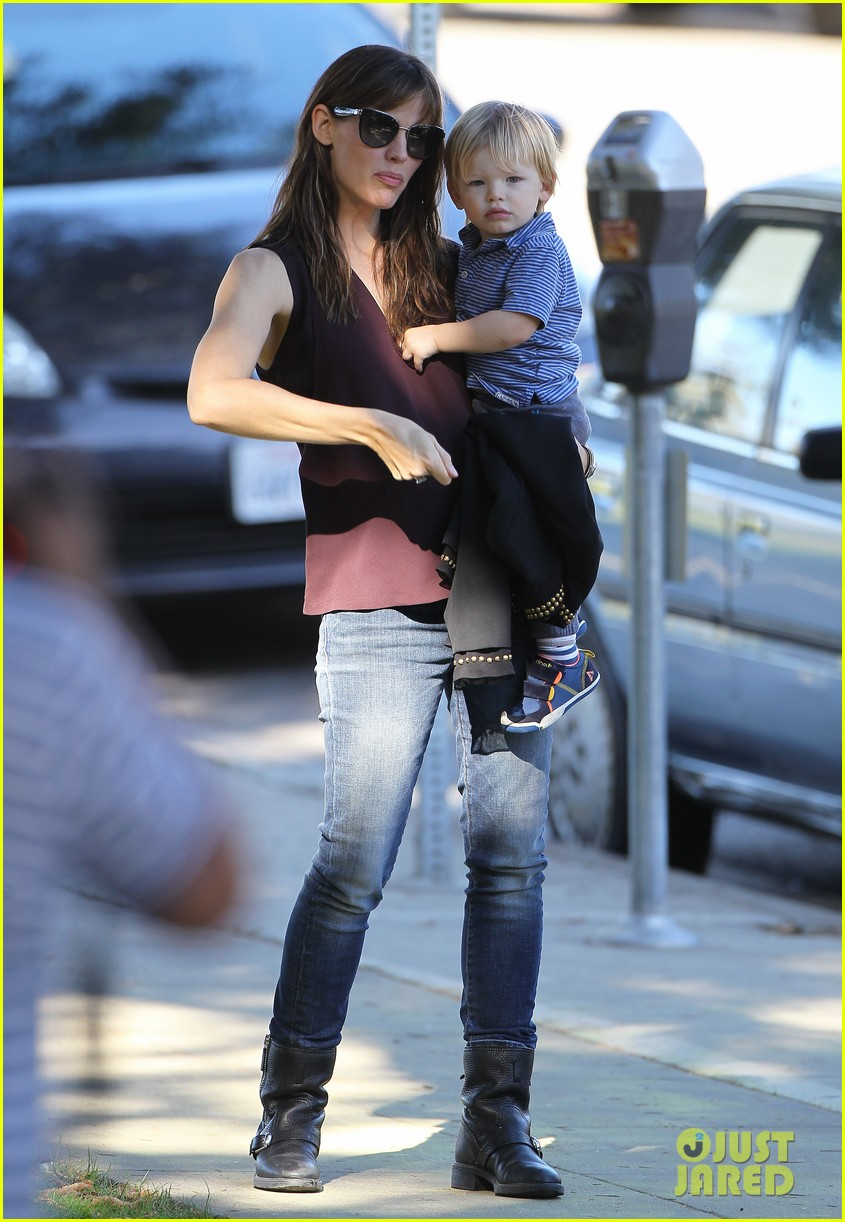 jennifer garner starts week with kids coffee 03