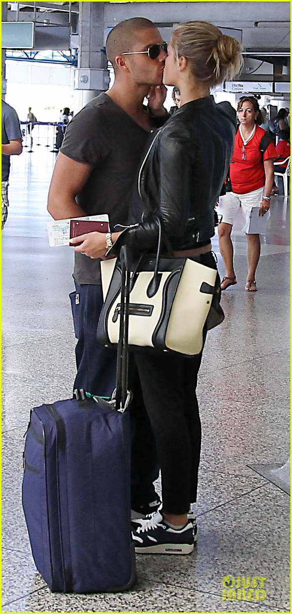 max george nina agdal goodbye kiss at barbados airport 013002537