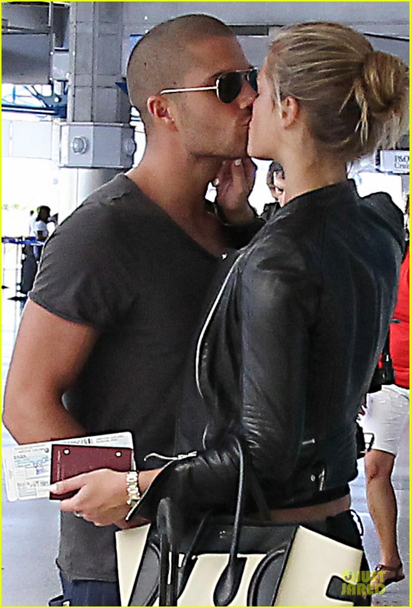 max george nina agdal goodbye kiss at barbados airport 043002540