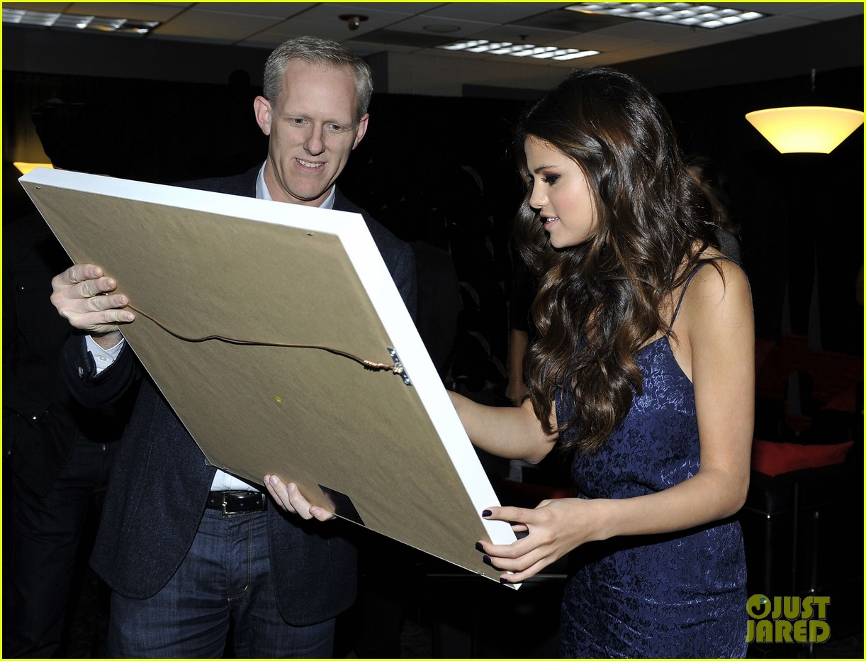 selena gomez platinum plaque before los angeles concert 092987492