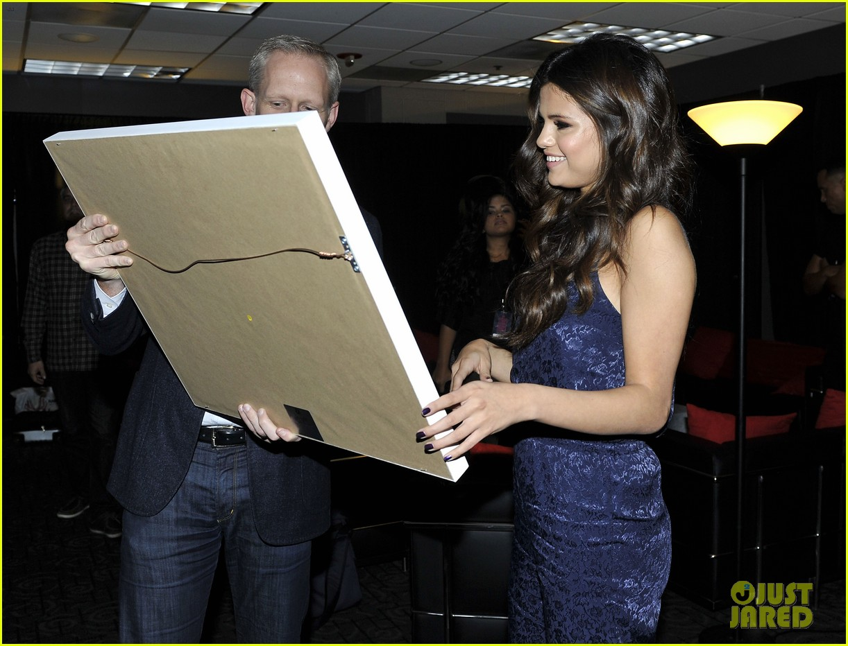 selena gomez platinum plaque before los angeles concert 112987494