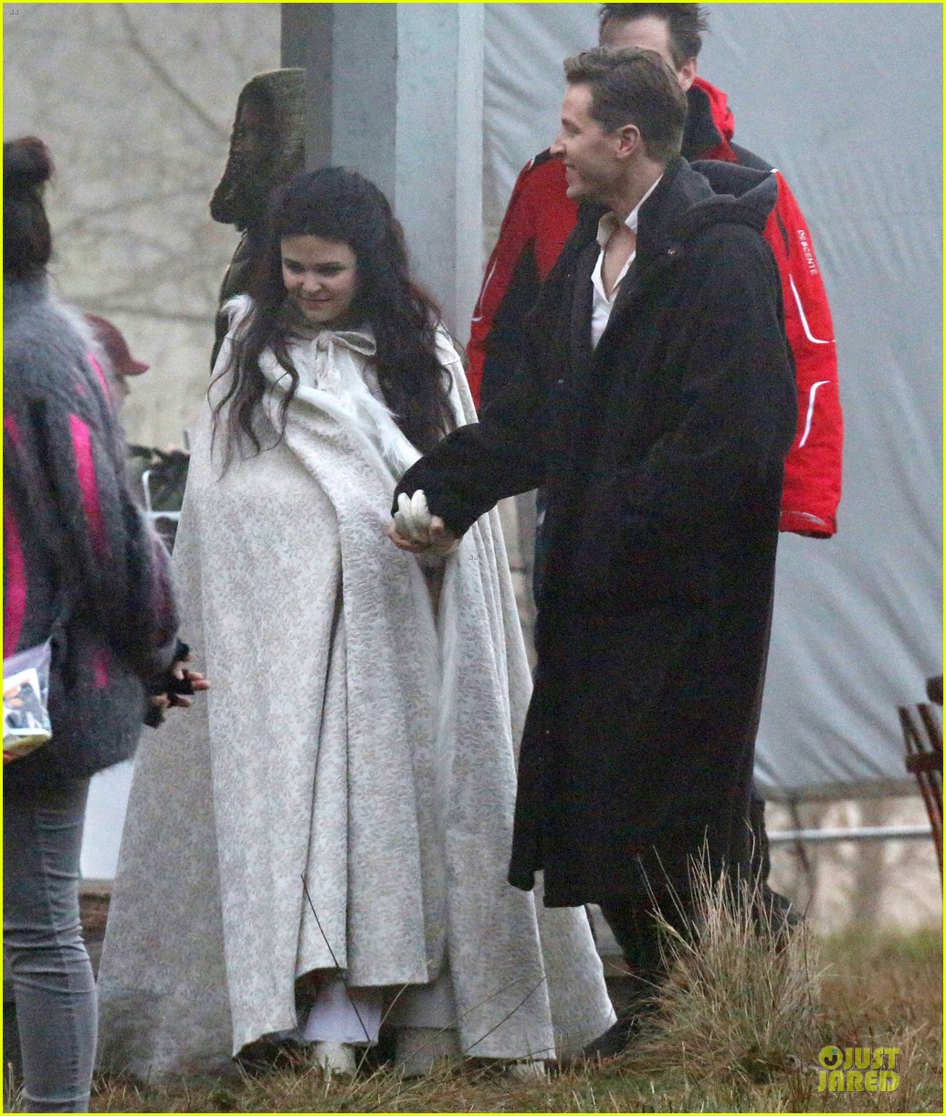ginnifer goodwin covers baby bump on once set 063000387