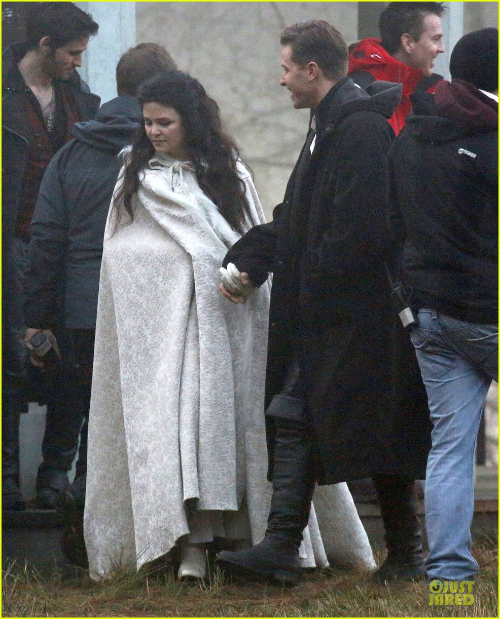 ginnifer goodwin covers baby bump on once set 083000389