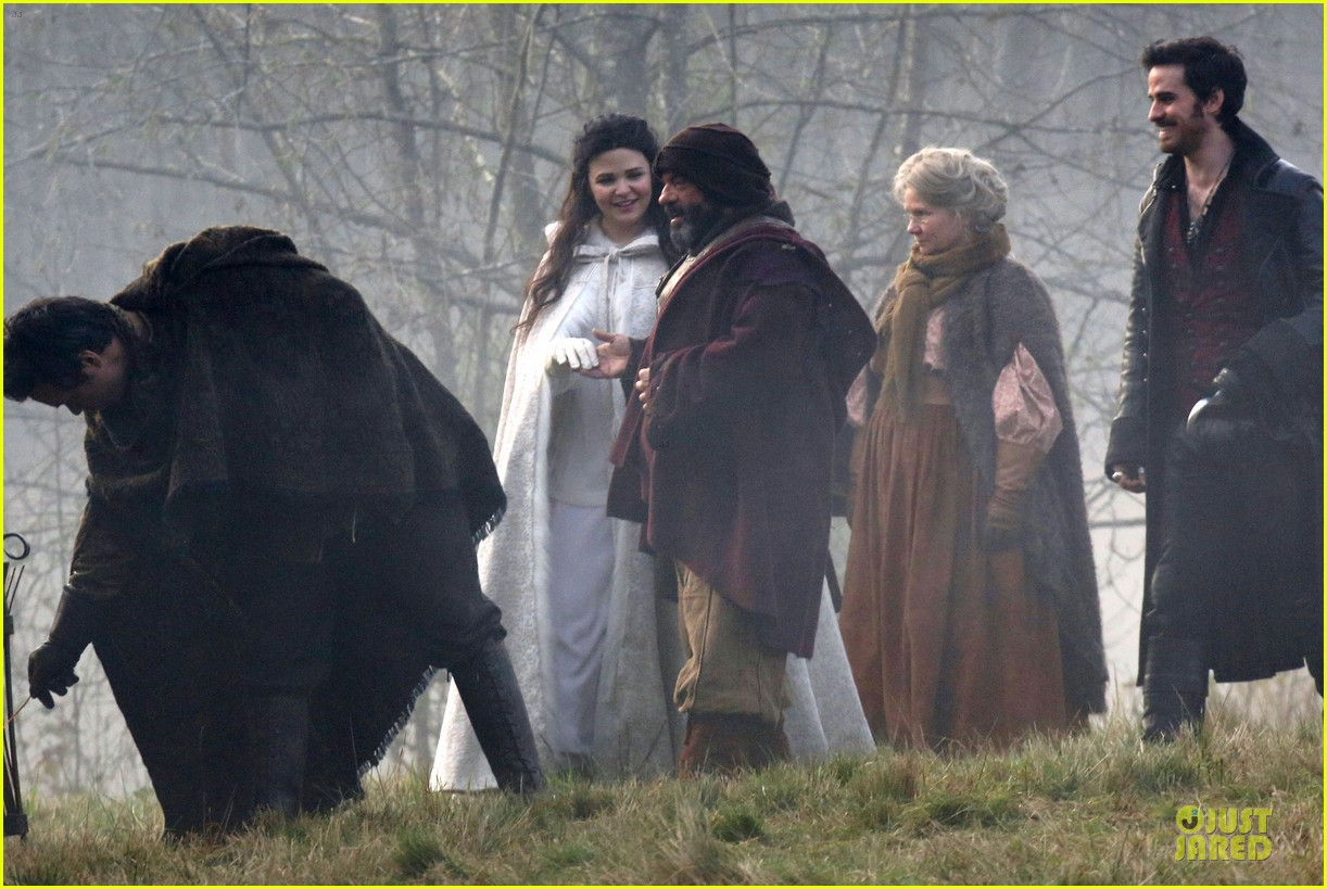 ginnifer goodwin covers baby bump on once set 10