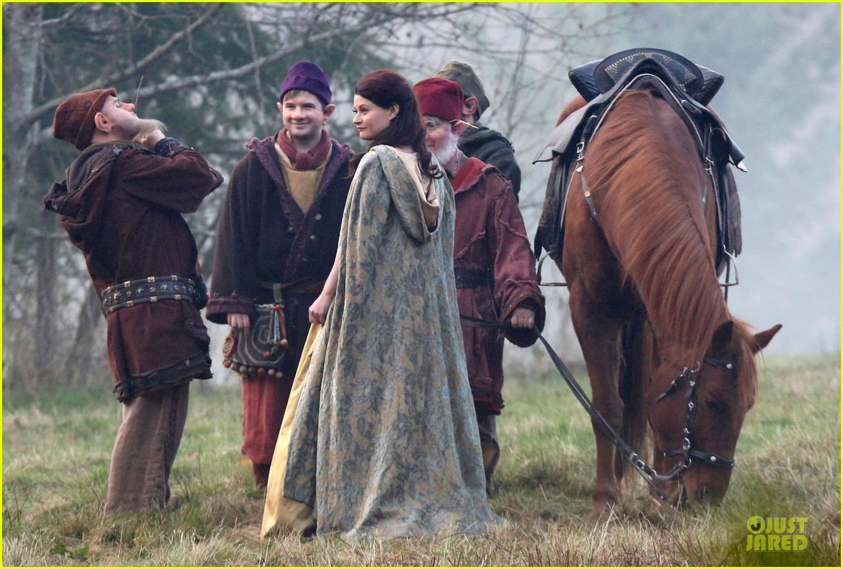 ginnifer goodwin covers baby bump on once set 173000398