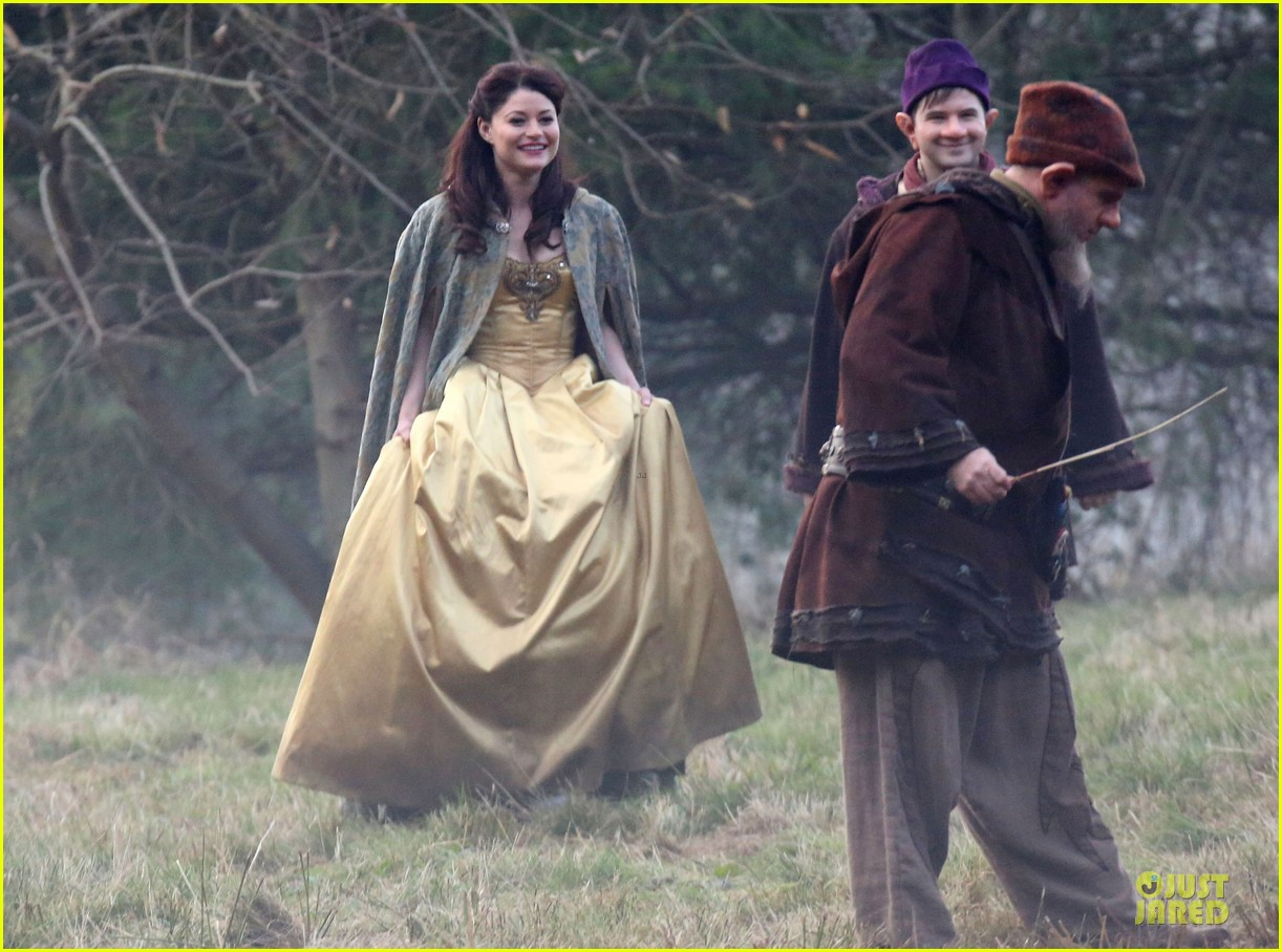 ginnifer goodwin covers baby bump on once set 213000402