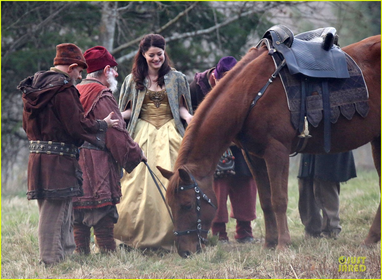 ginnifer goodwin covers baby bump on once set 223000403