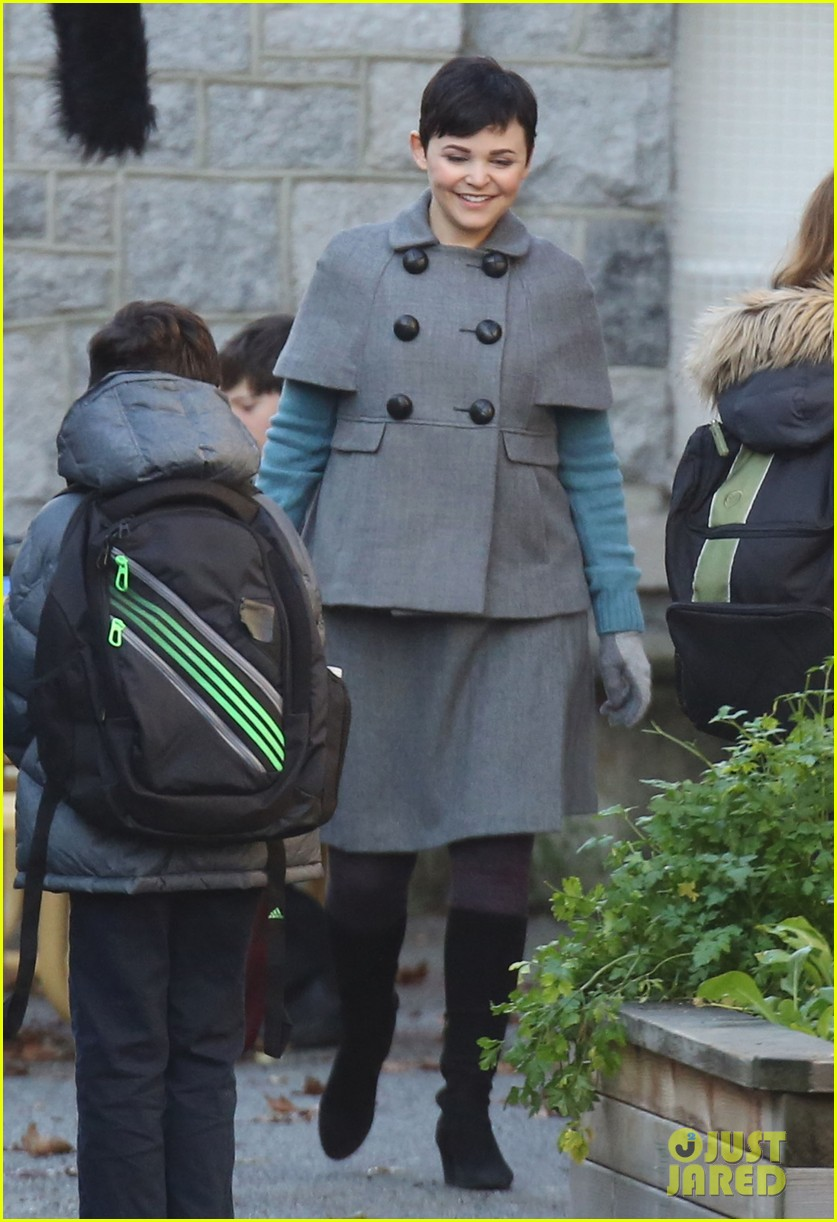 ginnifer goodwin steps out after killing kennedy breaks ratings records 082993096