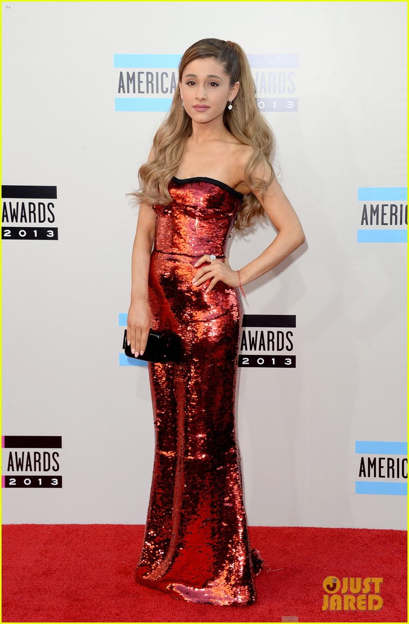 ariana grande amas 2013 red carpet 052999227